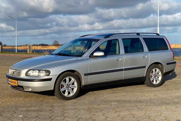 Volvo-v70-2004-A01